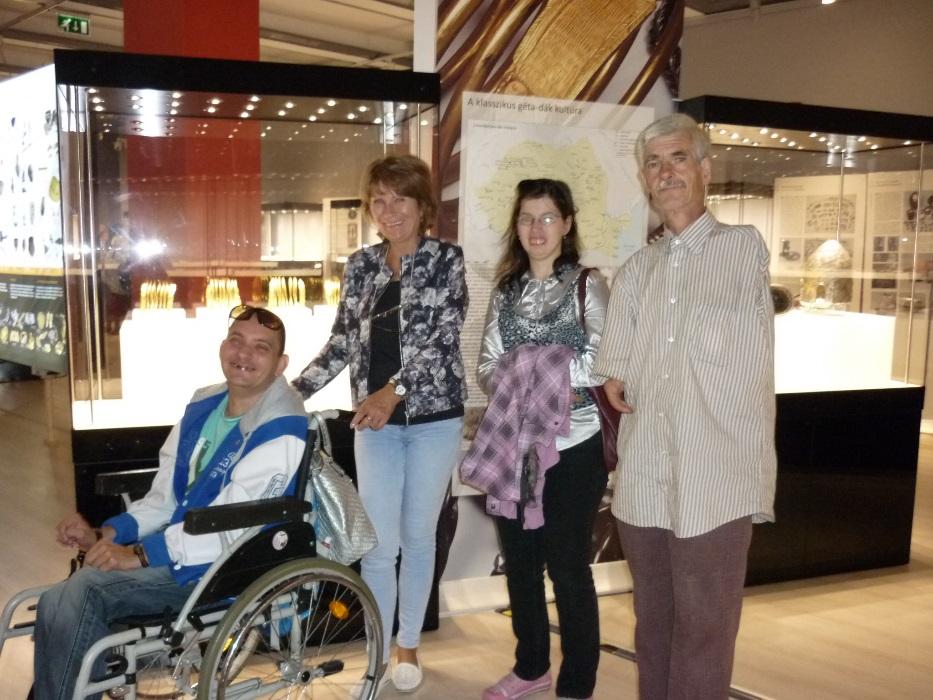 Együttműködő partnerünk a Déri múzeum kincseket mutatott nekünk